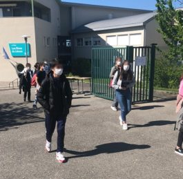 Le masque devient obligatoire devant écoles, collèges, lycées et arrêts de bus